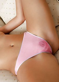 Girls & women with cameltoes - Teens mit Camel Toes