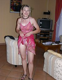 HOT AMATEUR WIVES - SKIRTS LIFTING